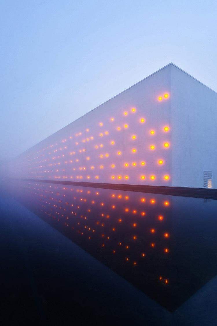 Chai-LCB-Logistique-matn-brumeux-latéral-Architectes-Baggio-Piechaud-Photo-APequin