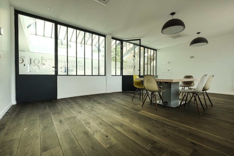 bureaux à l'honneur : little agency vue de la salle de réunion
