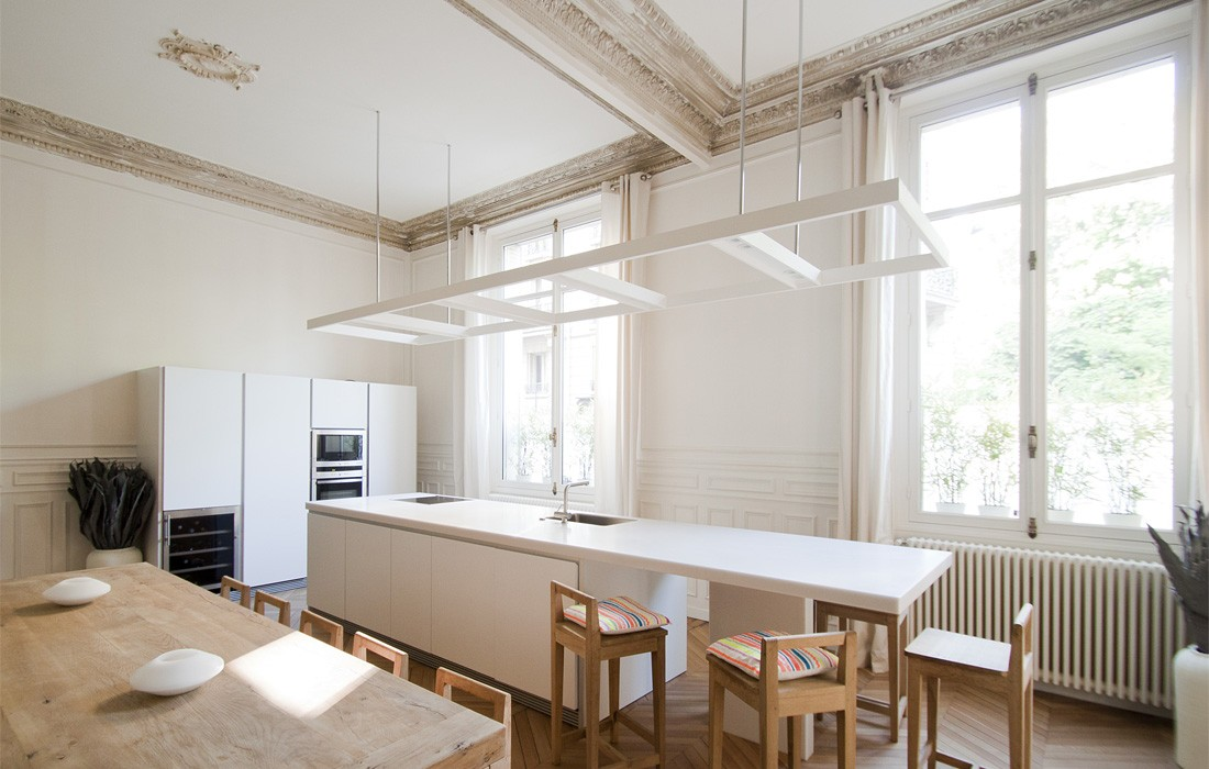 Les 10 plus belles r novations d 39 appartement de paris for Deco cuisine haut plafond