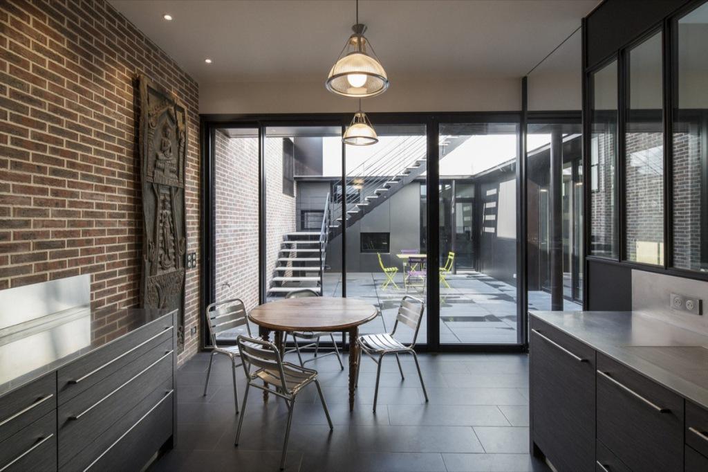 plus beaux lofts : Khora architecture, Loft, Paris 6e vue de la cuisine