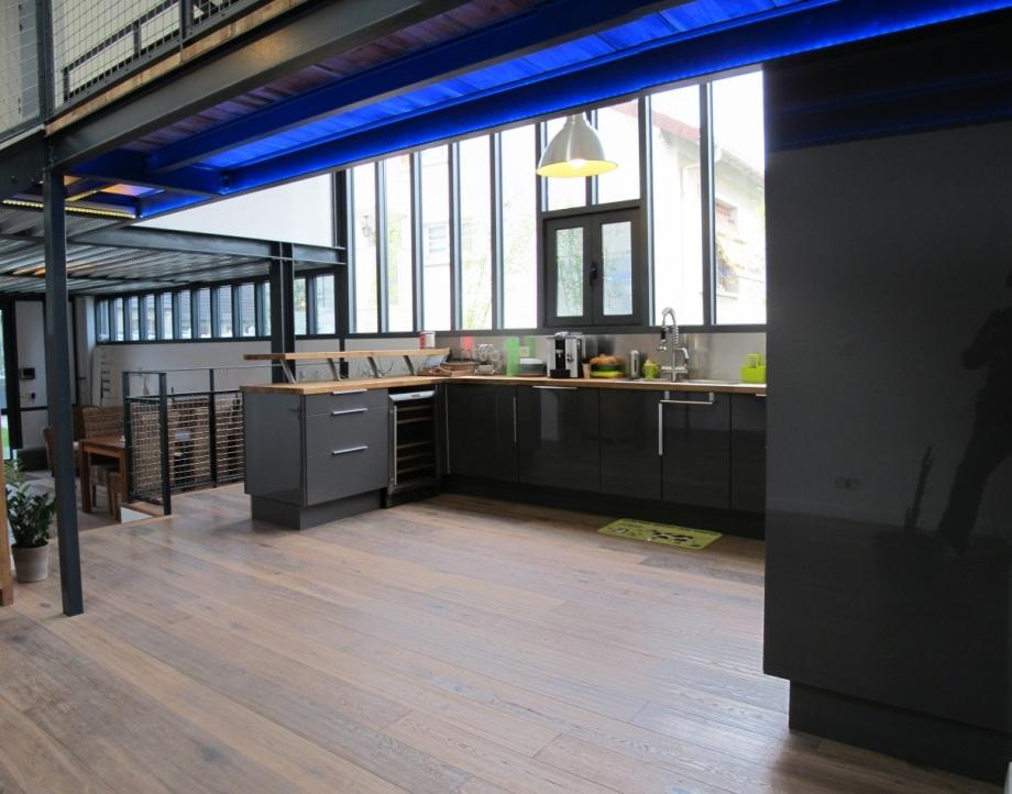 plus beaux lofts : T Design, Réhabilitation d'un hangar vue de la cuisine