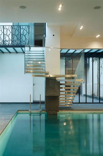 Hôtels particuliers de Paris : réalisé par Lankry architectes, vue de la piscine