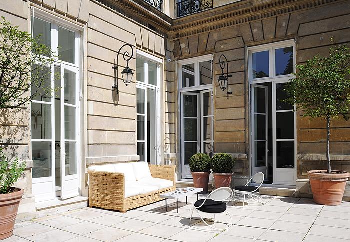 Hôtels particuliers de Paris : réalisé par Joseph Dirand, vue de la terrasse