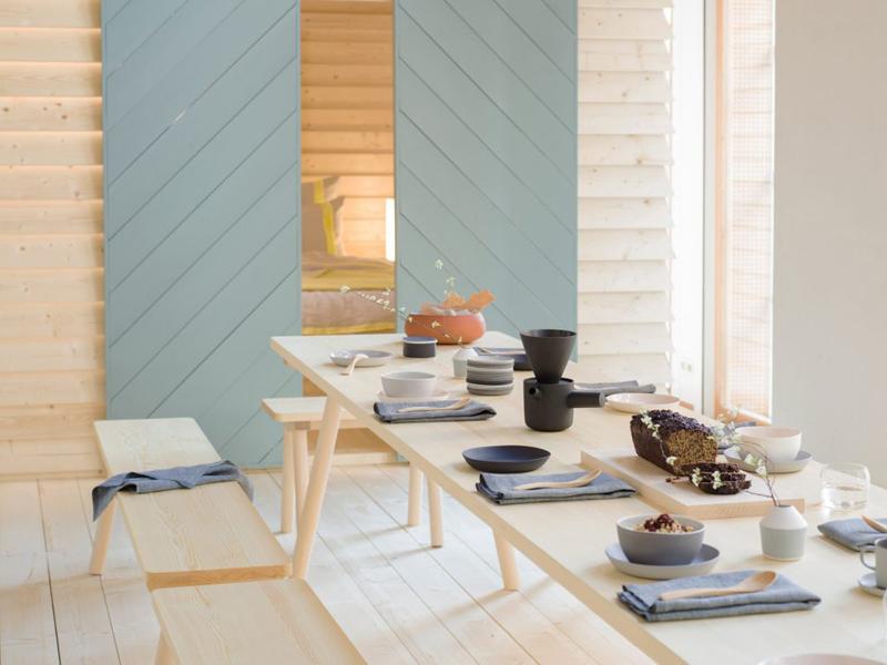 Table commune, mobilier et objets de créateurs