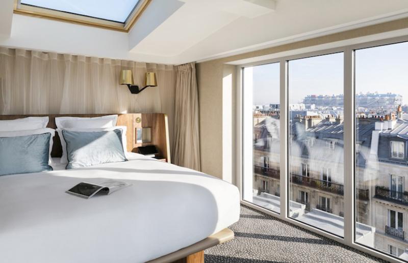 Chambre avec vue sur les toits de Paris