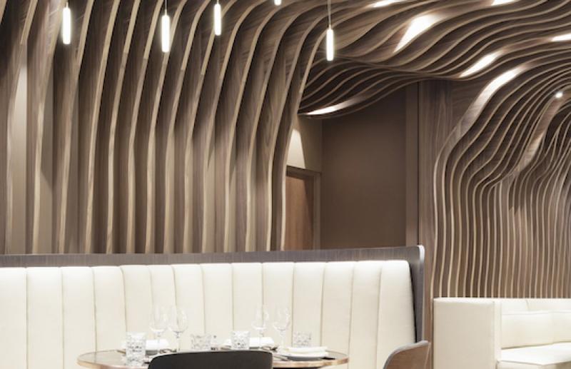 Plafonds courbes en bois dans les espaces communs