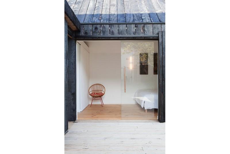 La_maison_en_Bois_brûlé_Niney_Marca_Architectes_MAD_architecture_Ambon